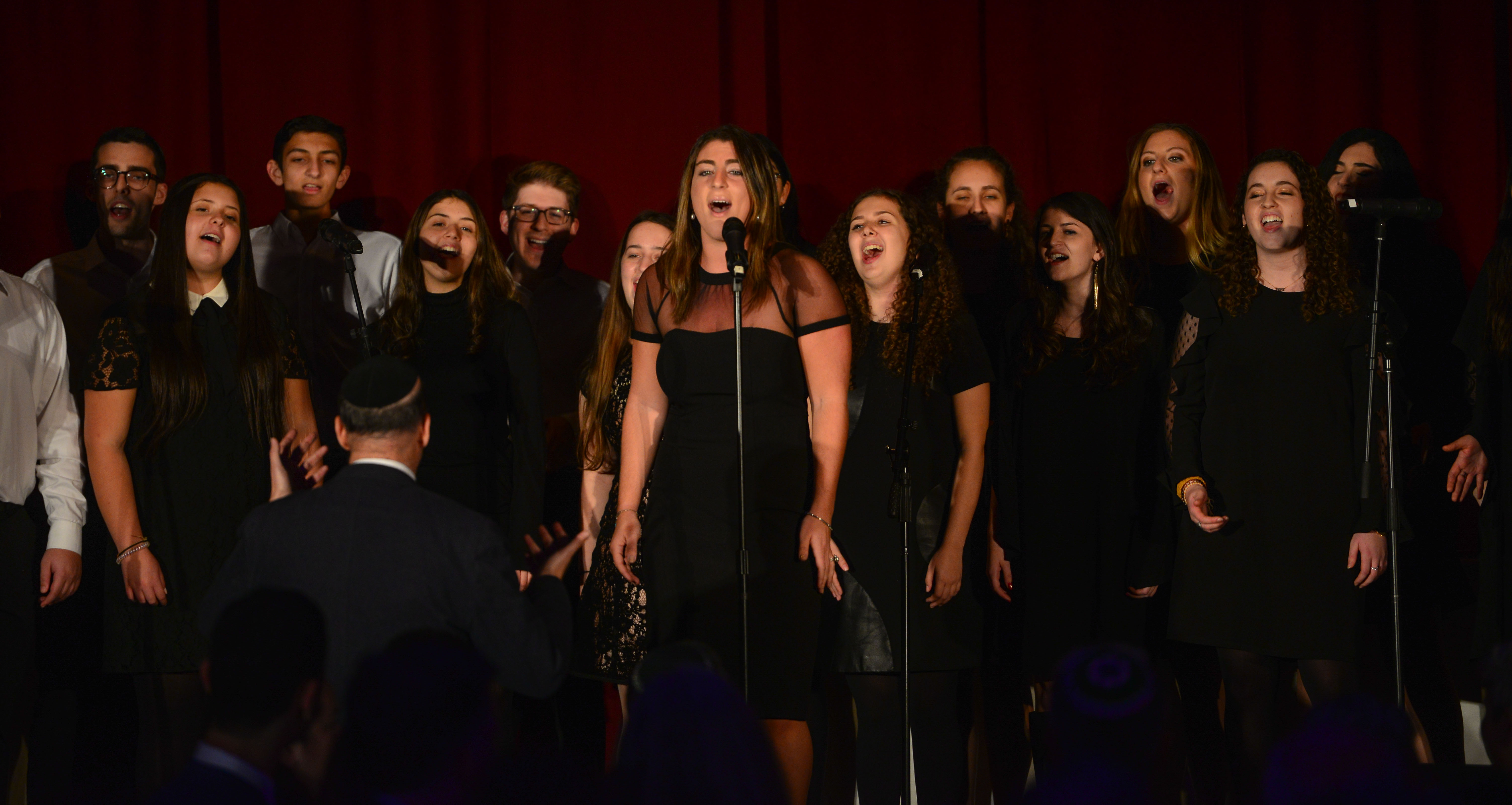 Tizmoret: Queens College's Jewish A Capella Group and the Ramaz Choir.