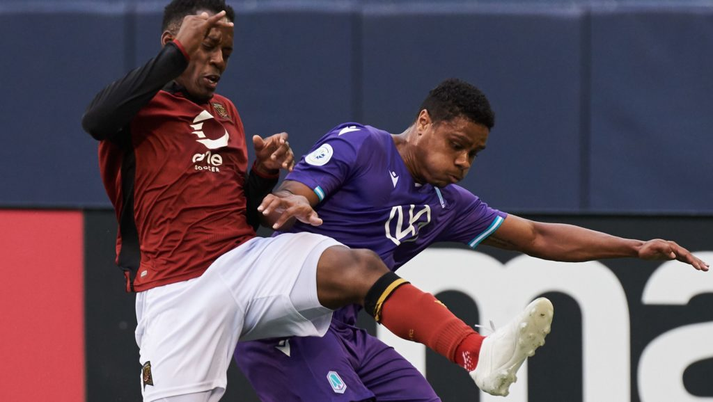 Valour FC's Jordan Murrell and Pacific FC's Tarran Campbell battle for possession. (CPL).
