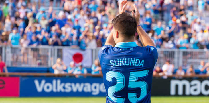 HFX Wanderers FC Defender Zachary Sukunda (25) thanks the crowd after the game. (Trevor MacMillan/CPL)