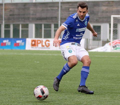 De Carolis prides himself on being fit with the stamina to make runs up and down the left flank.