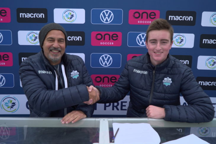 Firth signing his contract under the watchful eye of Wanderers head coach Stephen Hart. Photo: Dylan Lawrence.