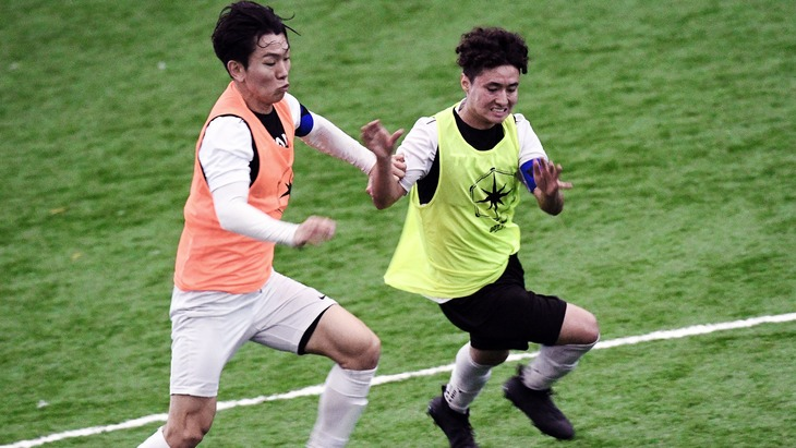 Emilio Estevez (R) takes on Son Yongchan (L) during Toronto stop of Open Trials.