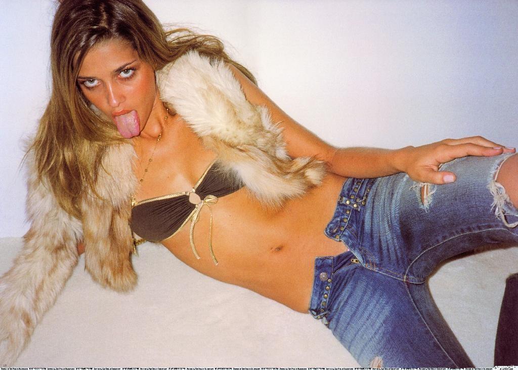 Ana Beatriz Barros Tongue
