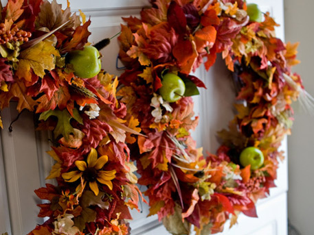 autumn crafts featuring leaf wreath