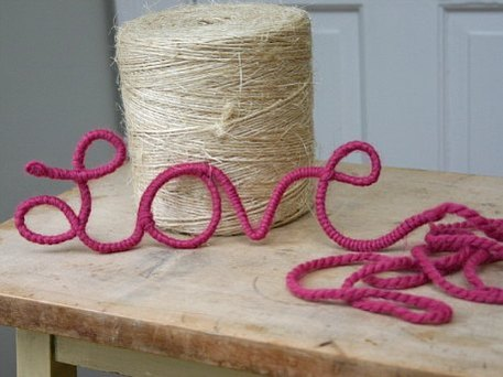 yarn-wrapped Valentine's Day decor