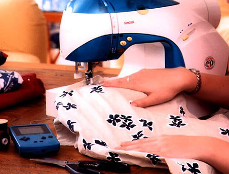 craft bits news item about the old-fashioned anniversary singer model sewing machine