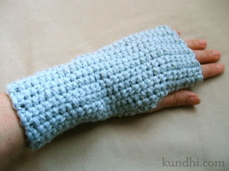 easy wrist warmers, crochet pattern for beginners