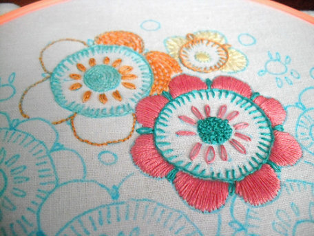 Colorful, embroidered flowers (free emberoidery pattern)