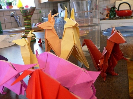 Several origami animals in different colors, instructions