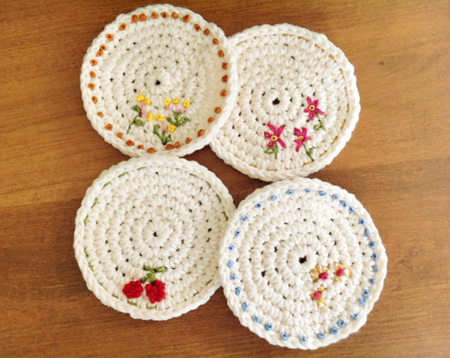 white crocheted doilies with flowers