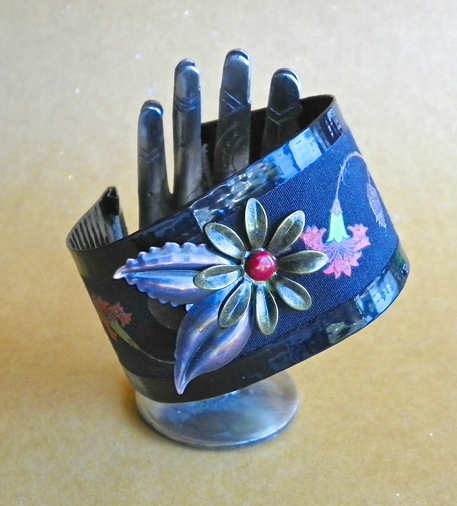 Duct Tape Crafts — Wallets, Bracelets, Flowers and More!