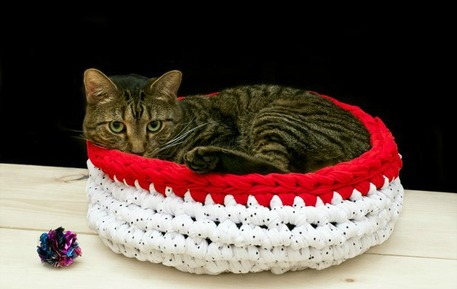 Crocheted jersey knit cat bed
