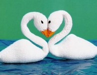 Knitted Swan Dolls in Love (Free Pattern)