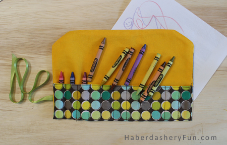 Travel Crayon Roll (Free Sewing Pattern)
