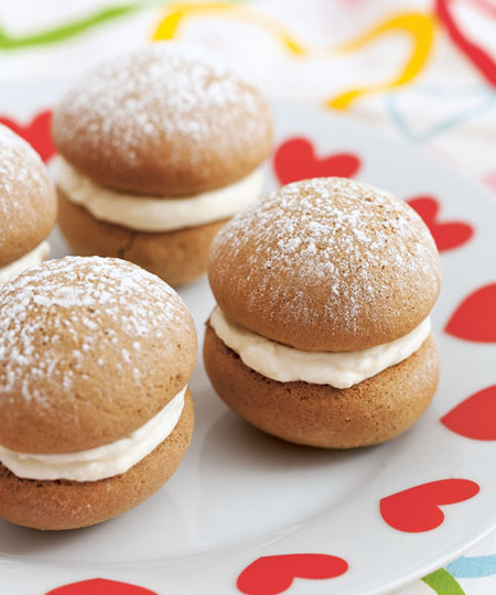 Gingerbread and Vanilla Whoopie Pies