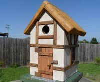 outdoor birdhouse decor
