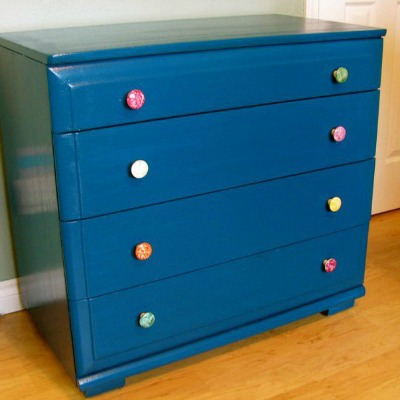 Paint makeover of a baby changing table