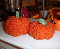 autumn craft idea featuring crocheted pumpkins
