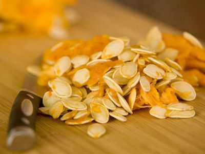 Roasted pumpkin seeds with ginger-orange zest