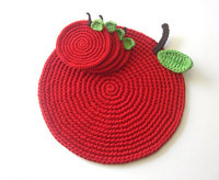 thanksgiving crafts, handmade crochet apple placemats