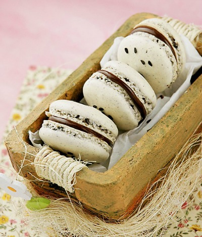 Black Sesame and Nutella Macaroons