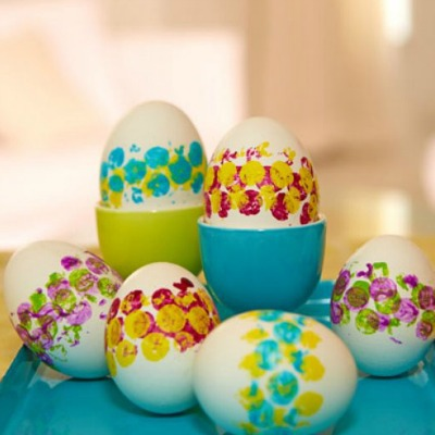 Bubble-wrap printing on Easter eggs