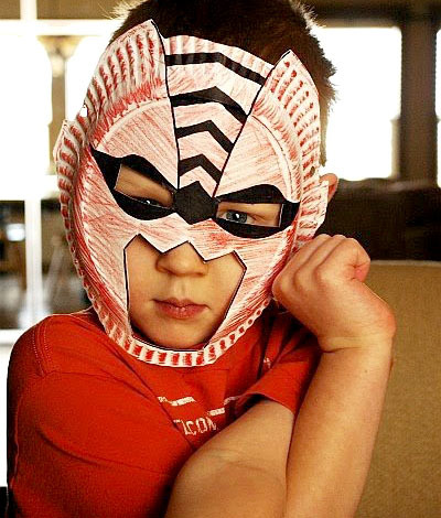 superhero masks from paper plates