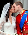 william and kate kiss at the royal wedding