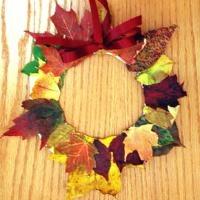 Fall Crafts for Kids -- Leaf Wreath