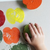 Fall Crafts for Kids -- Apple Stamping