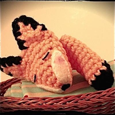 Free crochet fox finger puppet pattern