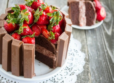 Chocolate Cake Recipes: Kit-Kat Cake