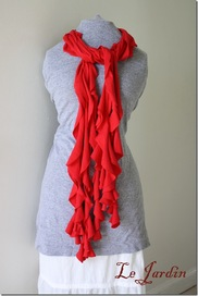 T-shirt frilly scarf