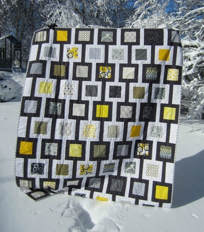 Chain Linked Gray and Yellow Quilt