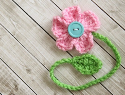 crocheted daisy bookmark