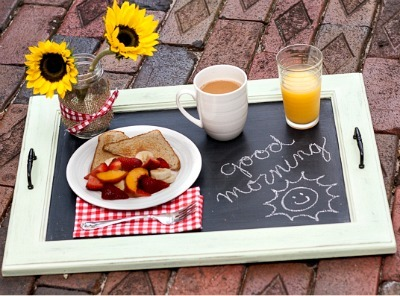 DIY breakfast tray, DIY chalkboard paint, Chalkboard paint tray, Chalkboard serving tray