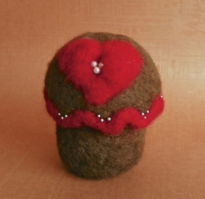 needlefelted cupcake