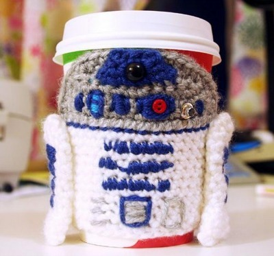 Star Wars crafts, DIY R2D2, Crochet R2D2, Crochet coffee cozy, R2D2 cozy, DIY tea cozy