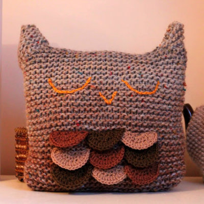 Knitted pillow, DIY knitting project, free knitting project, Owl pillow