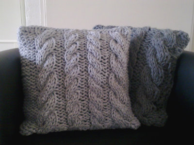 Cable Knit Pillow Pattern Free : Stylish and Snuggly Knit Pillows and Softies - Craftfoxes