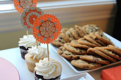 paper medallion cupcake toppers