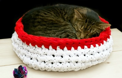 Crochet jersey knit cat bed