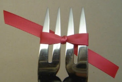 Bow Tying with a Fork
