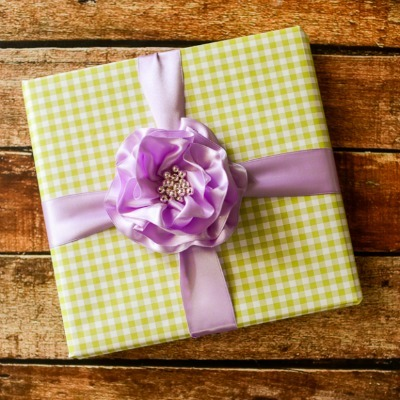 DIY ribbon bow, DIY gift wrap, DIY bow
