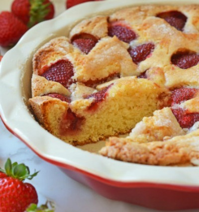 Simple cake with strawberries