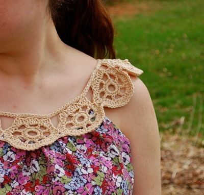 Crochet collar on a sleeveless shirt