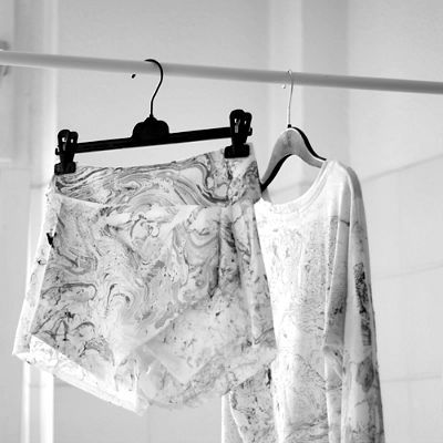 DIY Marbled Clothing, DIY Marbled Crafts, How to Marble Clothing
