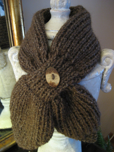 Scarflet with button closure