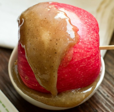 Vegan caramel apples with coconut cream
