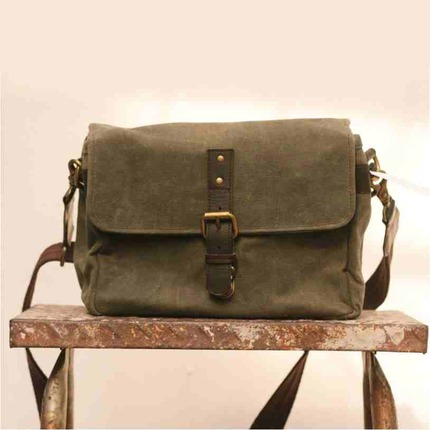 Waxed Canvas Medium Satchel (Harvey)